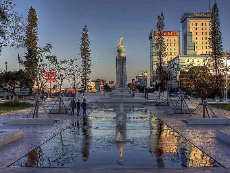 Plaza Salvador del Mundo, San Salvador - enConcreto
